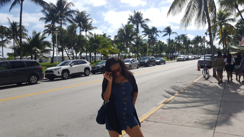 staceessmoothie, stacees smoothie, stacee's smoothie, miami, miami south beach, girl on south beach, girl in Miami, jean dress, girl in jean dress, black girl wearing jean dress